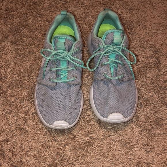 basura fricción silueta  Nike Shoes | Grey And Mint Green Roshe Ones | Poshmark